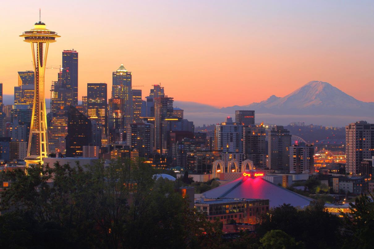 seattle-spaceneedle-in-the-morning